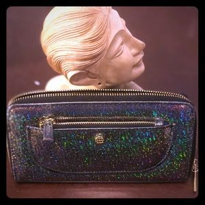 Handbags - NWT Hologram wallet